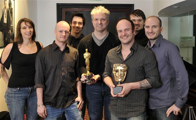Ronan et ses collègues avec l'Oscar et le BAFTA
